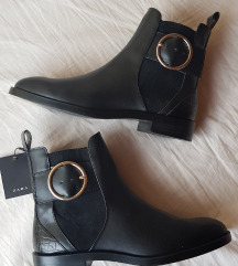 Zara fekete bokacsizma címkés, nagyobb 37-es