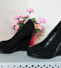 38 fekete teletalpú hasított+lakkozott műbőr cipő