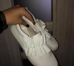 Fodros cipő