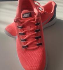 Női Nike cípő 36,5