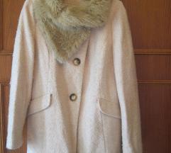 Csodás púderszínű kabát