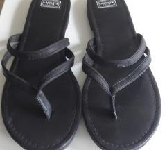 LACOSTE fekete lábujjközös papucs