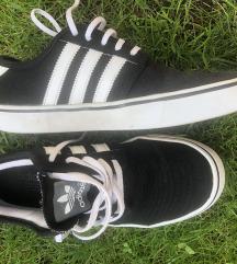 Adidas cipő 37