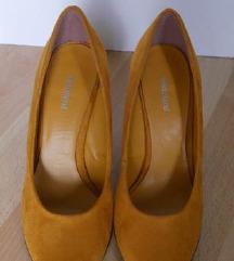 Mustár színű magassarkú cipő
