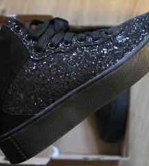 Reserved 39-es cipő