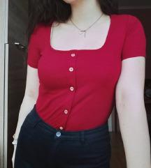 Piros, gombos póló