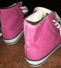 Rózsaszín tornacipő