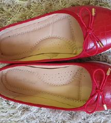 piros bőr topánka