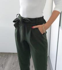 Sötétzöld megkötős nadrág