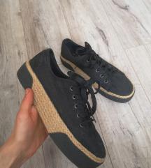Fekete vászoncipő