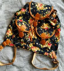 Virágmintás hátizsák