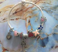 Pandora Ihlette karkötő+8db charm!