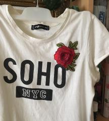 Fehér, feliratos, virágos póló   xs-s