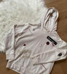 C&A kapucnis feliratos mintás pulóver