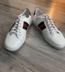Új Gucci cipő