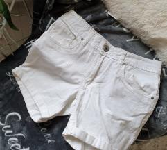 Új fehér rövidnadrág