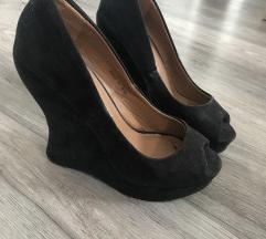 Nyitott orrú cipő