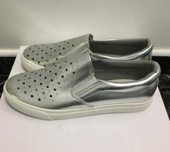 Ezüst magastalpú slip on női cipő vadonatúj