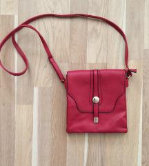 Piros oldaltáska hosszú pánttal táska