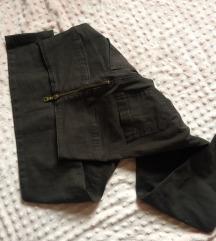hátulcipzáros nadrág