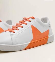 Fehér csillagos sneaker