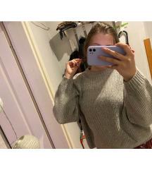 Bő pulcsi