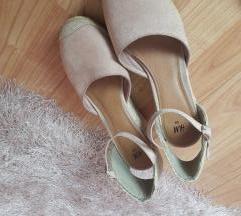 Rózsaszín, éktalpú cipő