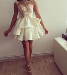 Tüllös fehér ruha