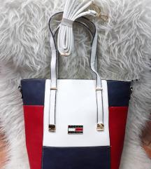 Tommy Hilfiger táska d5f43b6e96