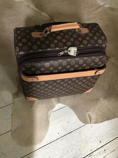 LV bőrönd, taska 1 * használt replika