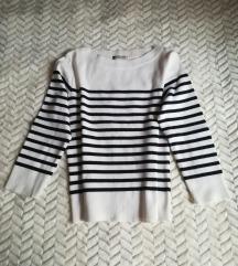 Fekete-fehér csíkos pulcsi
