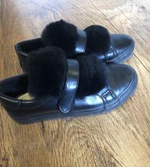 Szőrmés cipő