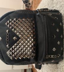 Új szegecses hátizsák