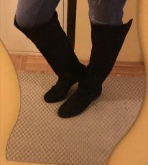 Fekete hasított bőr csizma, lapos talpú 38