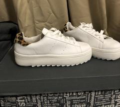Női sportcipő eladó