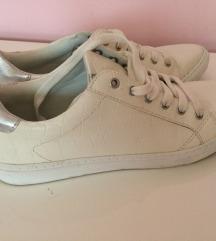 🖤 Fehér tornacipő