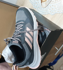 Adidas cipő 1x használt