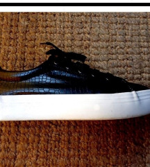 Fekete fűzős slip on cipő