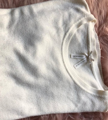 Fehér kötött pulcsi