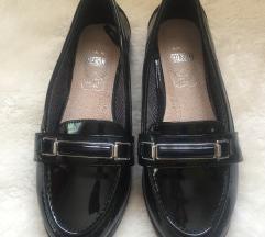 Lakk cipő