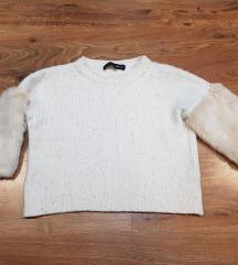 Szőrmés ujjú pulóver