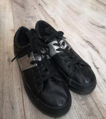 Bőr hatású fekete cipő