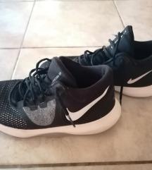 Nike magasszárú sportcipő Posta az árban!