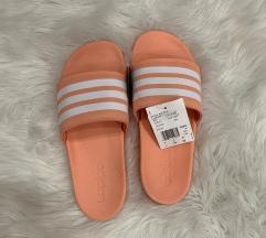 Új, címkés Adidas papucs