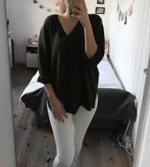 Keki színű V nyakú pulóver
