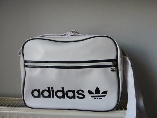 Adidas oldal táska