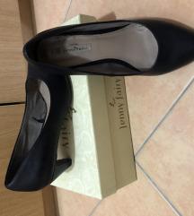 Fekete törpe sarkú műbőr cipő