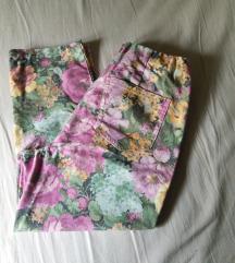 36-os virág mintás capri nadrág
