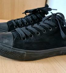 Fekete velúr tornacipő