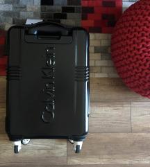 CalvinKlein bőrönd!